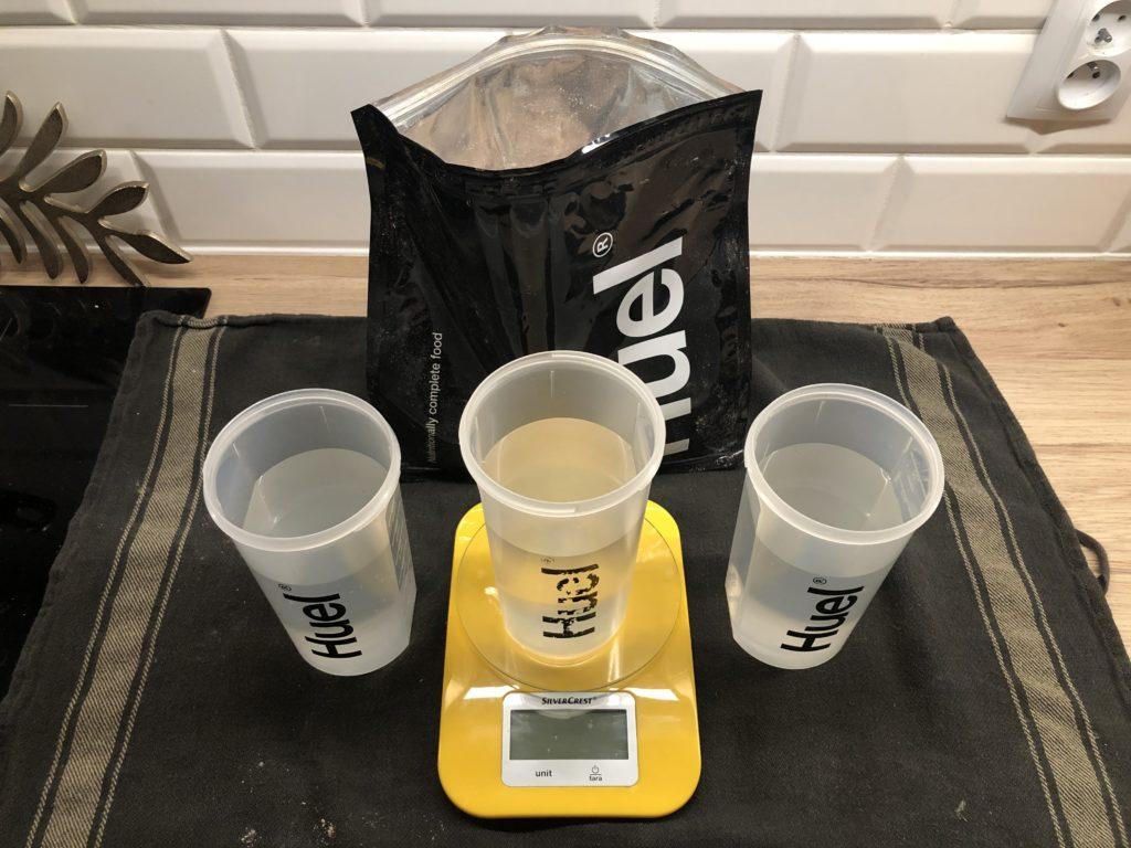 Przygotowanie trzech shakerów Huel